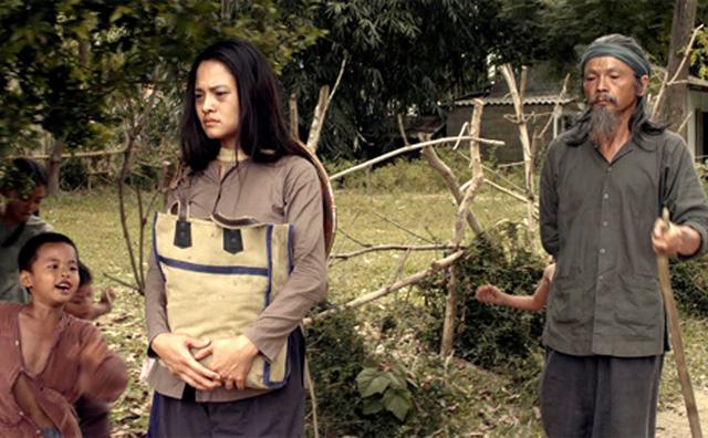 Thúy Hằng cho biết, phim Những đứa con của làng quay vào những ngày nắng nóng tại Quảng Trị