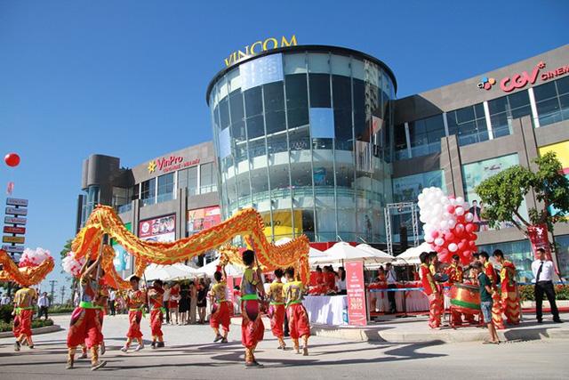 Trung tâm thương mại bao gồm 4 tầng nổi và 1 tầng hầm (Ảnh: Zing)