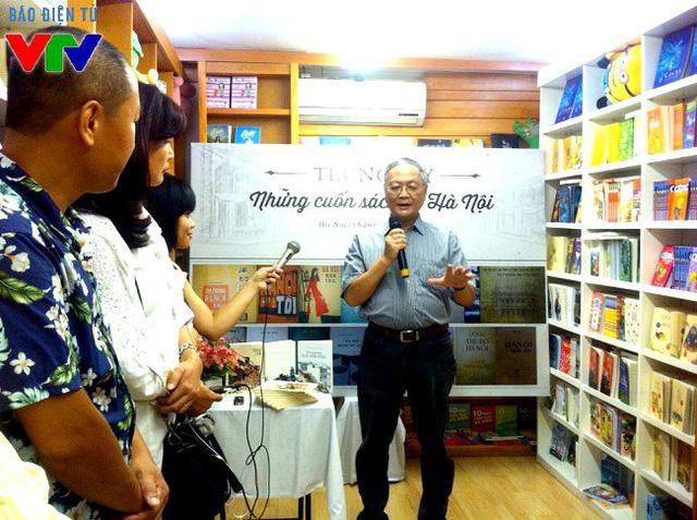 Kiến trúc sư Hoàng Đạo Kính chia sẻ về ý nghĩa của bộ sách Hà Nội đang được trưng bày