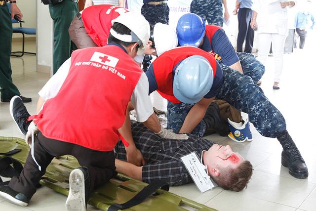 Các nạn nhân được sơ cứu kịp thời tại chỗ. Ảnh: VGP/Hồng Hạnh
