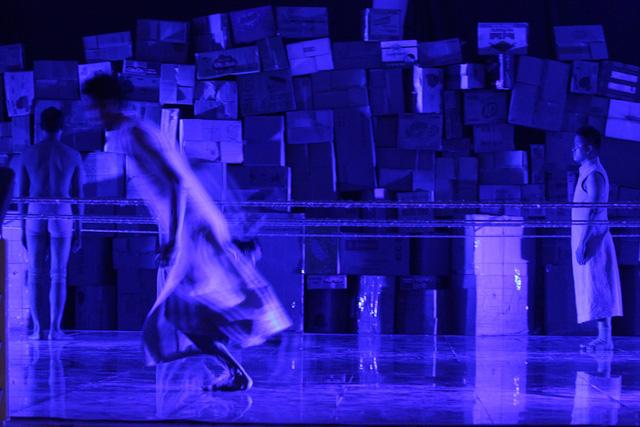 Những hình ảnh từ vở múa đương đại