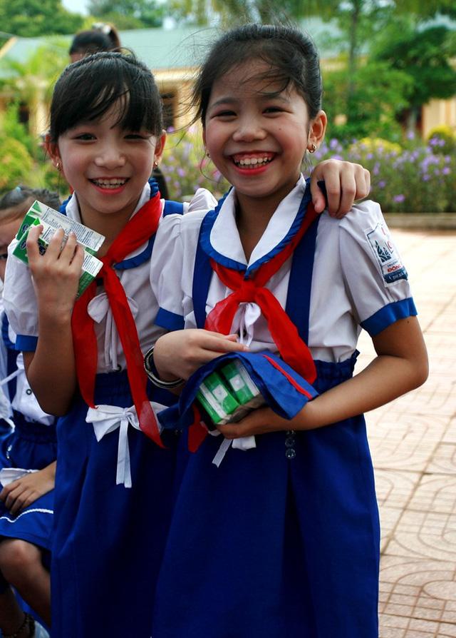 Quỹ sữa Vươn cao Việt Nam đến với con em gia đình chính sách