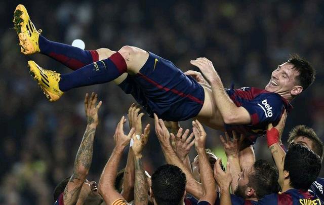 Barcelona 5-1 Sevilla: Sự tự tin trở lại ở vòng 12 khi Barca đại thắng Sevilla bằng cú hat-trick của Messi cùng các pha làm bàn của Neymar và Rakitic.