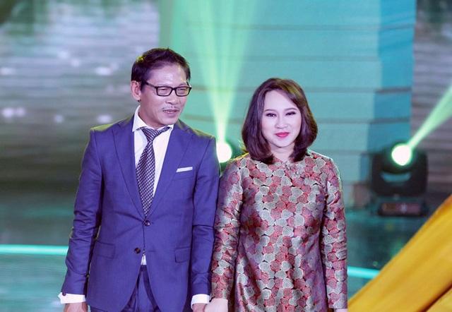 Ca khúc được hai nghệ sĩ thể hiện với bản phối mới hiện đại hơn của nhạc sĩ Quốc Trung. Tuy nhiên, bản phối này tiếp tục khiến hai bên Hội đồng bình luận không đồng nhất quan điểm.