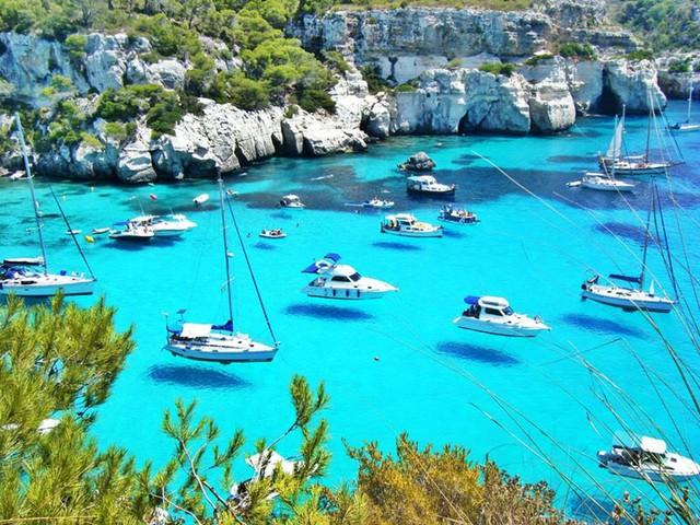 Những con thuyền bay ở Menorca, Tây Ban Nha.