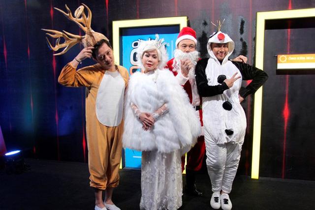Các trưởng phòng Trường Giang, Việt Hương, Chí Tài, Trấn Thành hóa thân thành các nhân vật hoạt hình như chú tuần lộc, bà Chúa tuyết, ông già Noel hay Olaf.