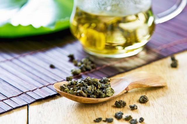 Trà ô long có tác dụng làm giảm lượng chrolesterol và góp phần giảm bớt chất béo trong cơ thể.