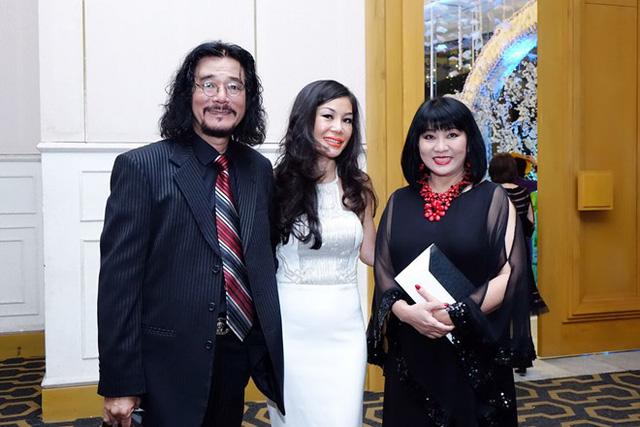 ValenciaTrần cùng cặp đôi Khắc Triệu, Cẩm Vân tham gia chương trình ý nghĩa. (Ảnh: Zing)