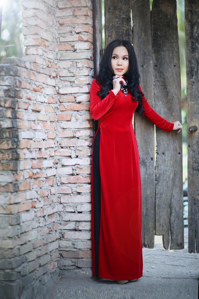 Đầu năm 2015, cô đã được đề cử ở hạng mục Nghệ sĩ hải được yêu thích trong HTV Awards