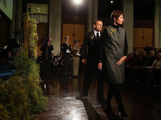 Thủ tướng Anh Tony Abbott và vợ trong lễ tưởng niệm tại Tòa nhà Quốc hội. Ảnh: Gary Ramage