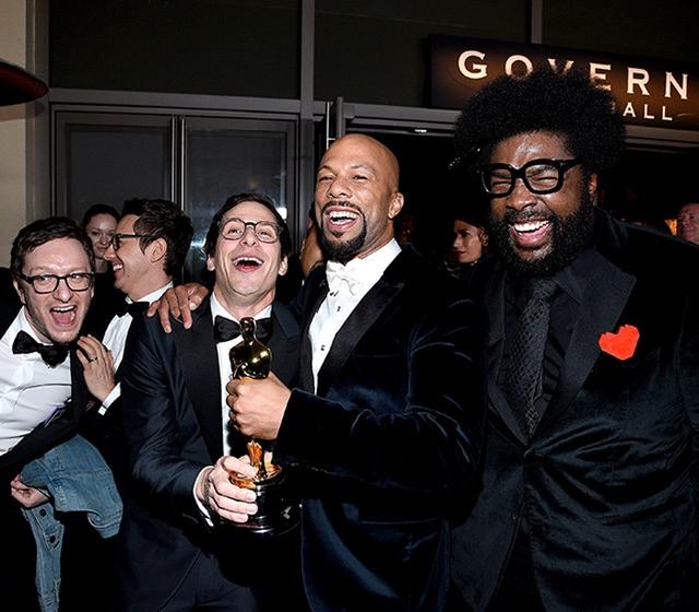 Rapper Common cùng các nghệ sĩ ăn mừng vì đã giành giải Ca khúc trong phim hay nhất qua phim Selma.