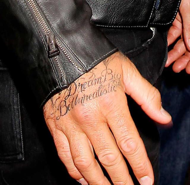 David Beckham còn xăm hẳn một vài từ trong lời bài hát của Jay-Z lên tay.