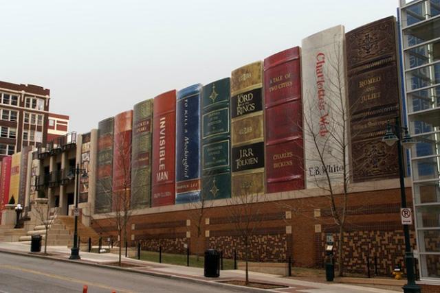 Thư viện thành phố Kansas ở Missouri (Mỹ) được thiết kế như một giá sách khổng lồ, nhằm khuyến khích người dân đến với nơi đây.