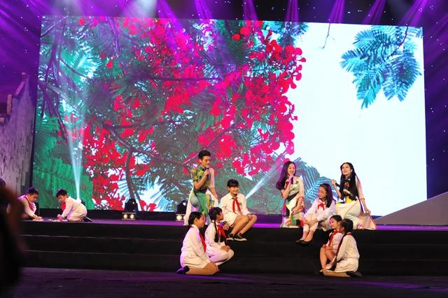 Nhóm nhạc Năm dòng kẻ trở về tuổi thơ với ca khúc Mùa hoa phượng nở.