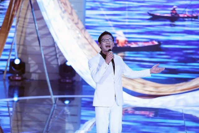 Tham gia chương trình, NSƯT Đức Long thể hiện ca khúc Đất mũi Cà Mau của nhạc sĩ Hoàng Hiệp. Tiết mục đã tạo nên ý kiến trái chiều ở hai phía Hội đồng bình luận.