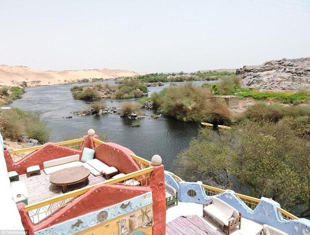 Nhân viên khách sạn có thể đưa khách đi trải nghiệm trượt cát tại sa mạc Sahara, câu cá, bơi lội ở sông Nile