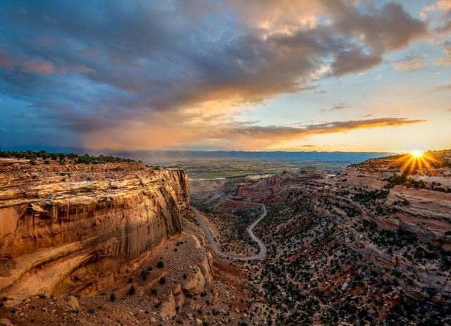 Đài tưởng niệm Canyon, nằm trong khu tưởng niệm quốc gia Colorado, gần thành phố Grand Junction. Ảnh: William Woodward