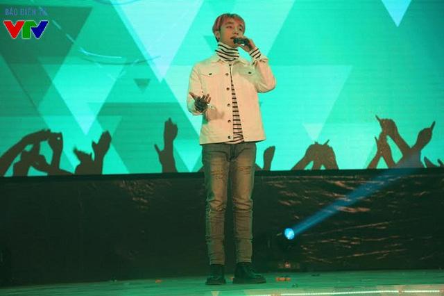 Chương trình còn có sự góp mặt của nam ca sĩ Sơn Tùng MTP.