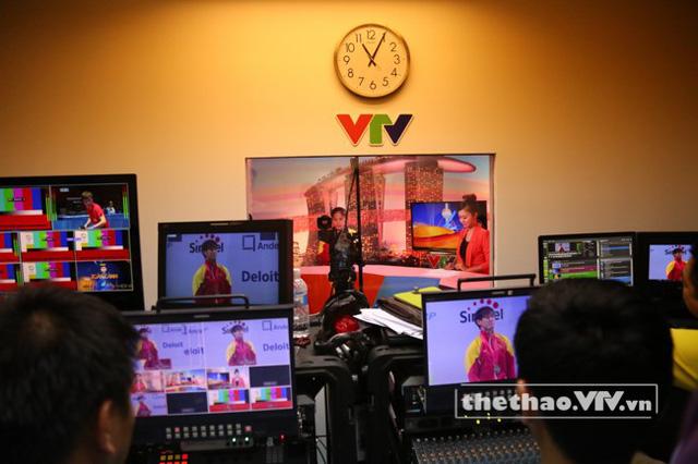 Trong khu kỹ thuật của VTV tại IBC, Singapore
