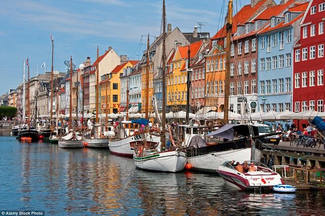 Copenhagen, Đan Mạch: Copenhagen thu hút những du khách muốn trải nghiệm văn hóa và ẩm thực.