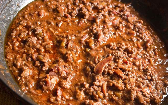 Bologna (Italy) cũng nổi tiếng không kém bởi những quán đường phố. Nhiều món ăn ở đây được gọi tên kèm theo tên thành phố, trong đó có món sốt Bolognese.