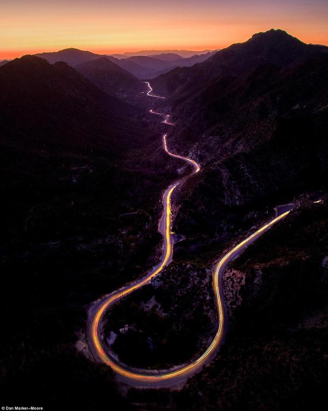Hoàng hôn trên dãy núi San Gabriel ở California (Mỹ)