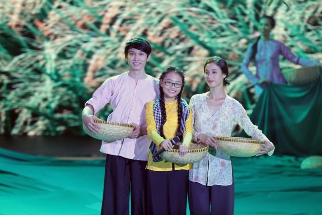 Chương trình khép lại với ca khúc chủ đề Bài ca đất phương Nam, qua sự thể hiện ngọt ngào của Phương Mỹ Chi. Tiết mục đã chinh phục được thành viên hai Hội đồng bình luận.