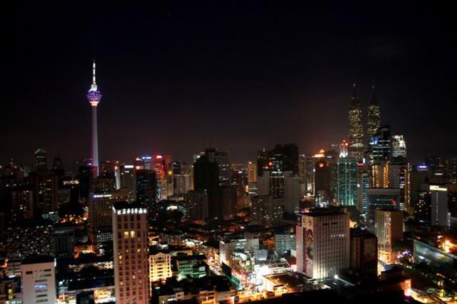 Tháp KL, Kuala Lumpur, Malaysia cao 421m, khánh thành năm 1995 - Ảnh: mapsofworld.com.