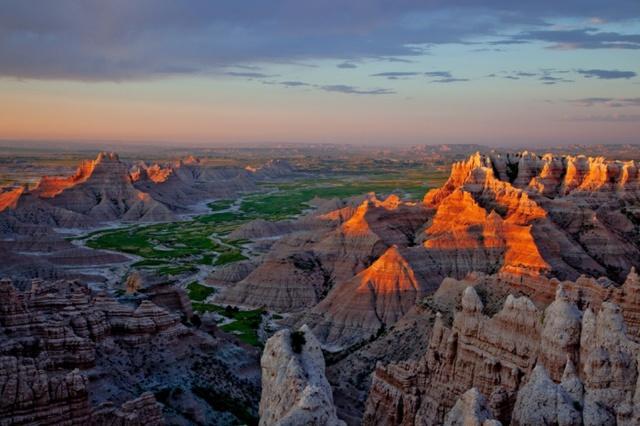 Rặng núi hùng vĩ ở công viên quốc gia Badlands, phía nam bang Dakota. Ảnh: Harlan Humphrey