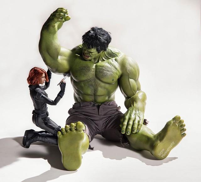 Black Widow thân mật bên Hulk