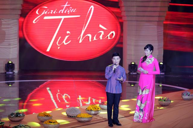 Nam ca sĩ người Quảng Trị chia sẻ, đây là một trong những lần hiếm hoi anh hát một ca khúc mang âm hưởng dân ca Nam Bộ. Theo anh, để hát tốt một ca khúc dân ca, người ca sĩ phải nắm vững đặc trưng luyến láy và cách nhả chữ của từng vùng miền.