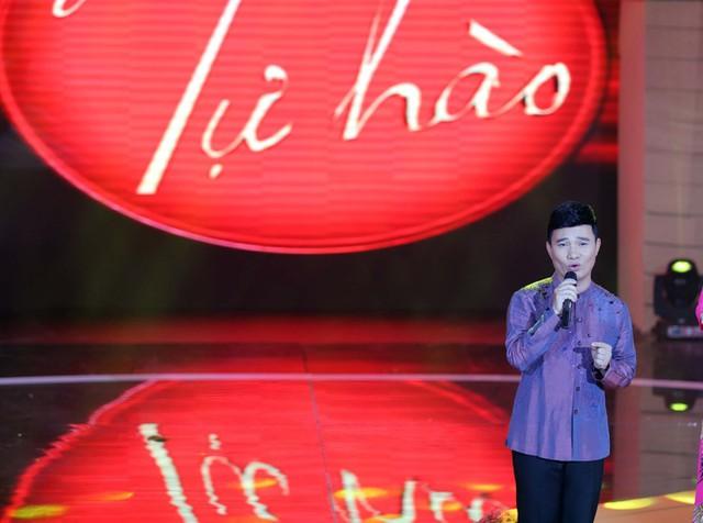 Trong khi, ca sĩ Quang Linh thể hiện ca khúc Đàn sáo Hậu Giang của nhạc sĩ Trần Long Ẩn. Ca khúc đang tạm dẫn đầu lượt bình chọn từ khán giả trường quay.