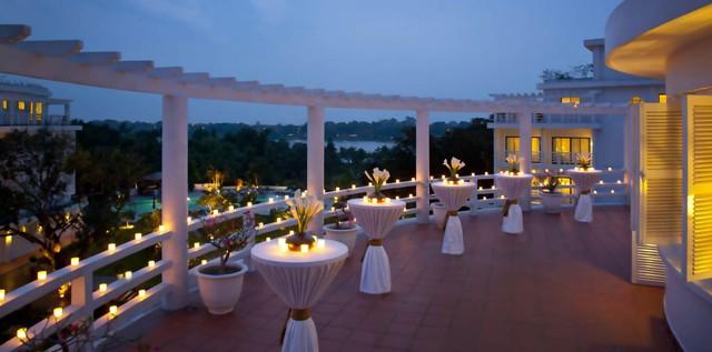 Mặt tiền sang trọng và ban công lãng mạn tại khách sạn La Residence - Huế