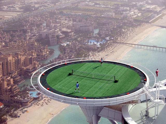 Một hình ảnh như được mô phỏng thế giới trong tương lai. Trên thực tế, đây là sân tennis xây dựng trên đỉnh tầng thượng của khách sạn Burj al Arab – một khách sạn sang trọng ở Dubai.