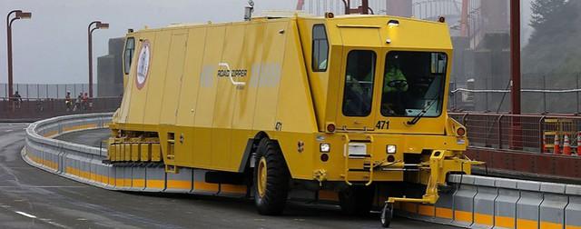 Xe tải dịch chuyển dải phân cách Zipper Truck