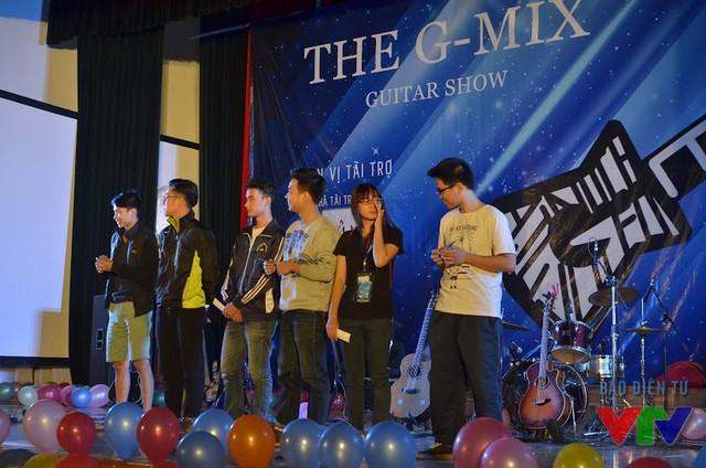 The G-Mix là show âm nhạc có sự kết hợp giữa 4 CLB guitar đến từ các trường: ĐH Xây dựng, ĐH FPT, ĐH Thương Mại và Học viện Báo chí và Tuyên truyền.