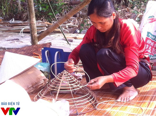 Giới thiệu và trình diễn nghề nón lá truyền thống tỉnh Tuyên Quang