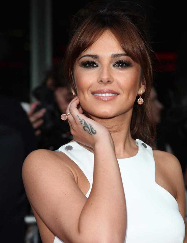 Cheryl Cole khoe hình xăm khó hiểu ở tay.