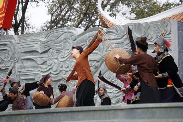 Hình ảnh nhân dân bị áp bức dưới thời Lê Chiêu Thống.