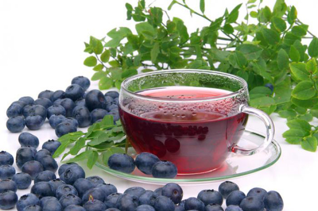 Trà việt quất giúp cân bằng lượng đường trong cơ thể và làm giảm cảm giác thèm ăn, đặc biệt là thèm đồ ngọt.