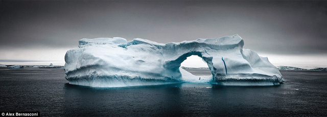 Brown Bluff nằm ở mũi phía Bắc của Nam Cực. Nó được hình thành khoảng triệu năm về trước.