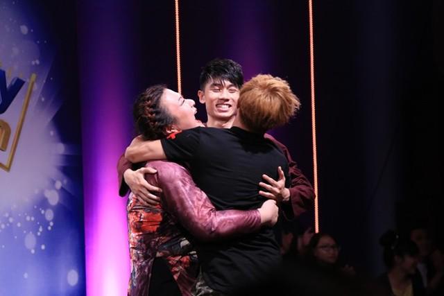 Thủy Tiên dẫn đầu đêm thi với tổng điểm 11,5. Top 3 sẽ tranh nhau vị trí quán quân trong đêm chung kết diễn ra vào tối 20/12 trên VTV3.