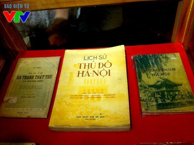 Một số cuốn sách cũ khác về Hà Nội được giới thiệu trong lần triển lãm này