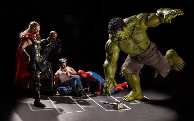 Các siêu anh hùng chơi cùng chiếc búa Mjolnir