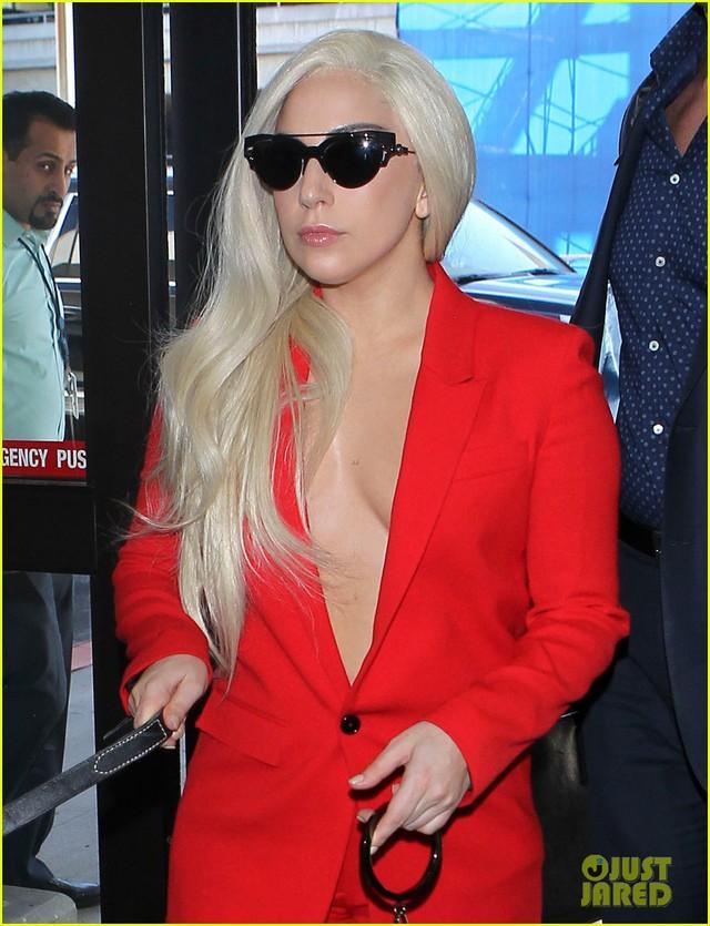 Sự xuất hiện của Gaga luôn thu hút sự chú ý.