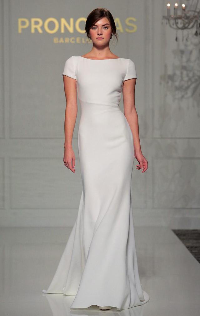 Những chiếc váy cưới mềm mại, đơn giản nhưng thanh lịch cũng được chú ý trong Tuần lễ Thời trang cưới Thu - Đông 2016