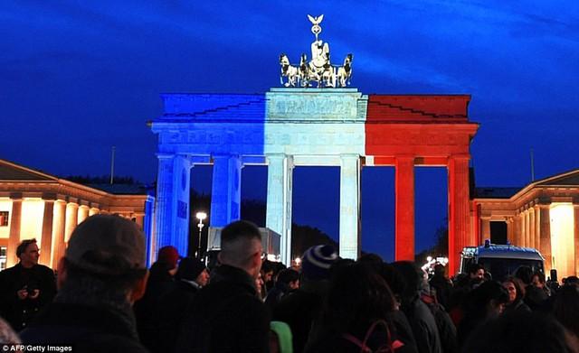 Lễ tưởng niệm tại Brandenburg Gate ở Berlin