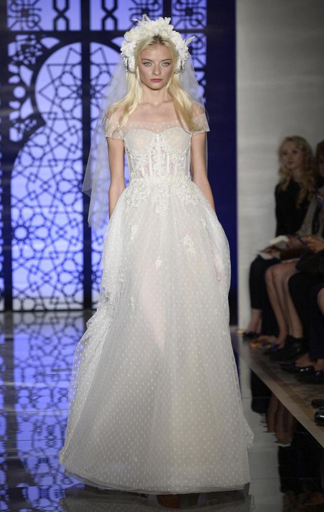 Mẫu áo cưới lạ mắt của Reem Acra