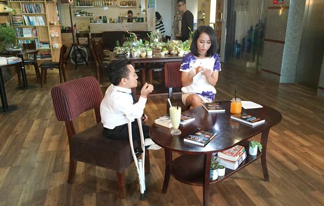 Ghi hình chương trình Cuốn sách của tôi với sự tham gia của khách mời Sơn Lâm.