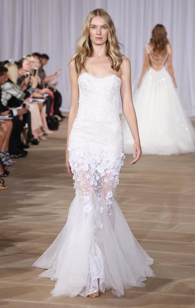 Họa tiết nổi được sử dụng trong thiết kế áo cưới của Ides Di Santo G